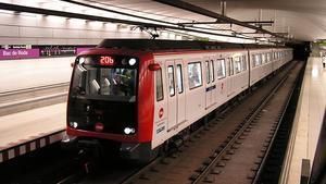 Estación de Bac de Roda de la L-2 del metro de Barcelona.