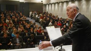 Fotografía de febrero del 2005 en el que aparece el expresidente francés y exalumno de la ENA, Valéry Giscard d'Estaing, ya fallecido, en un acto en la escuela