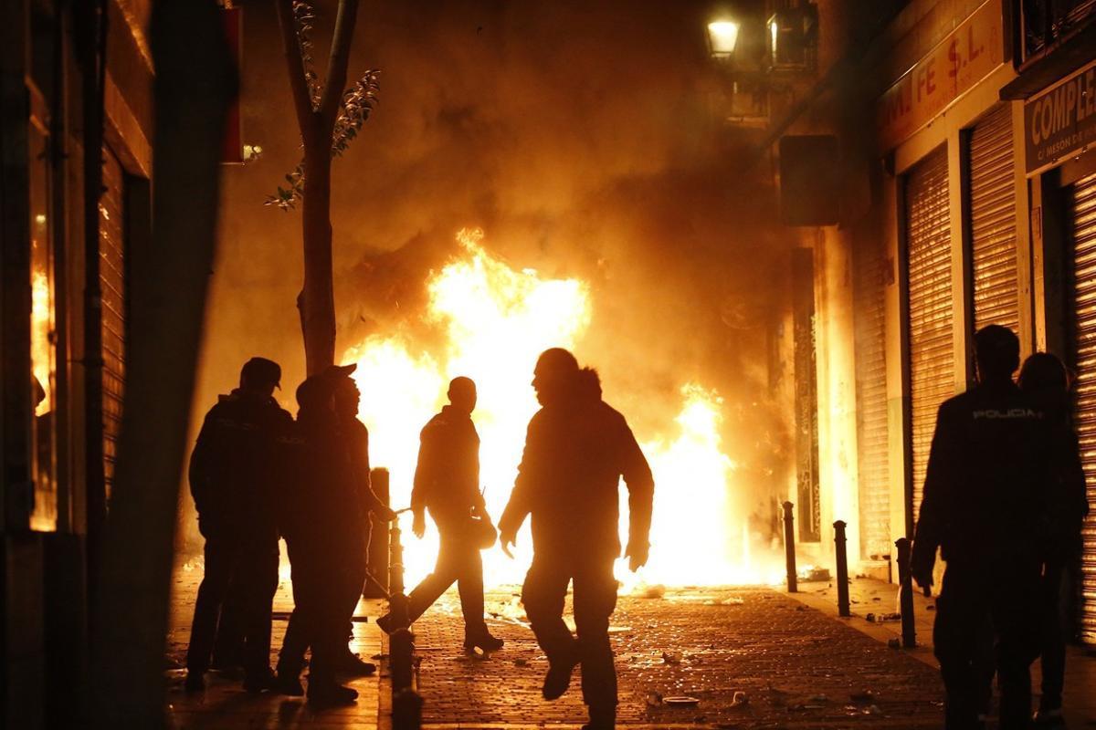 Disturbios en Lavapiés tras la muerte de un mantero.