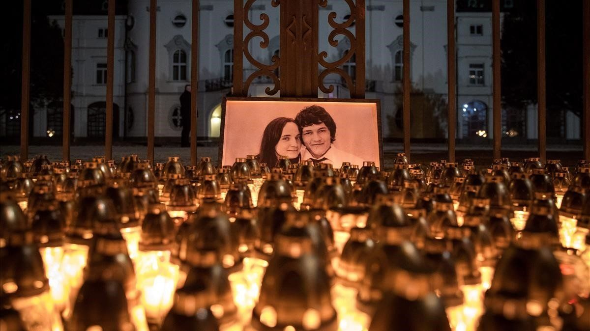 Homenaje en Bratislava al periodista Jan Kuciak y su prometida, Martina Kusnirova, tras ser asesinados.