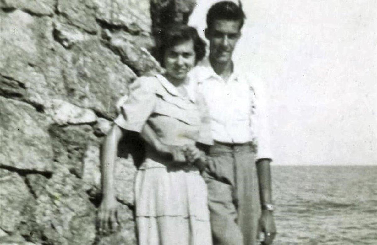 Maria Teresa Roselljunto a su pareja, en el paredón.