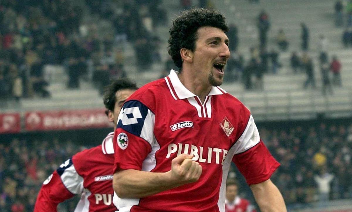 Dario Hübner celebra un gol con la camiseta del Piacenza en 2002.