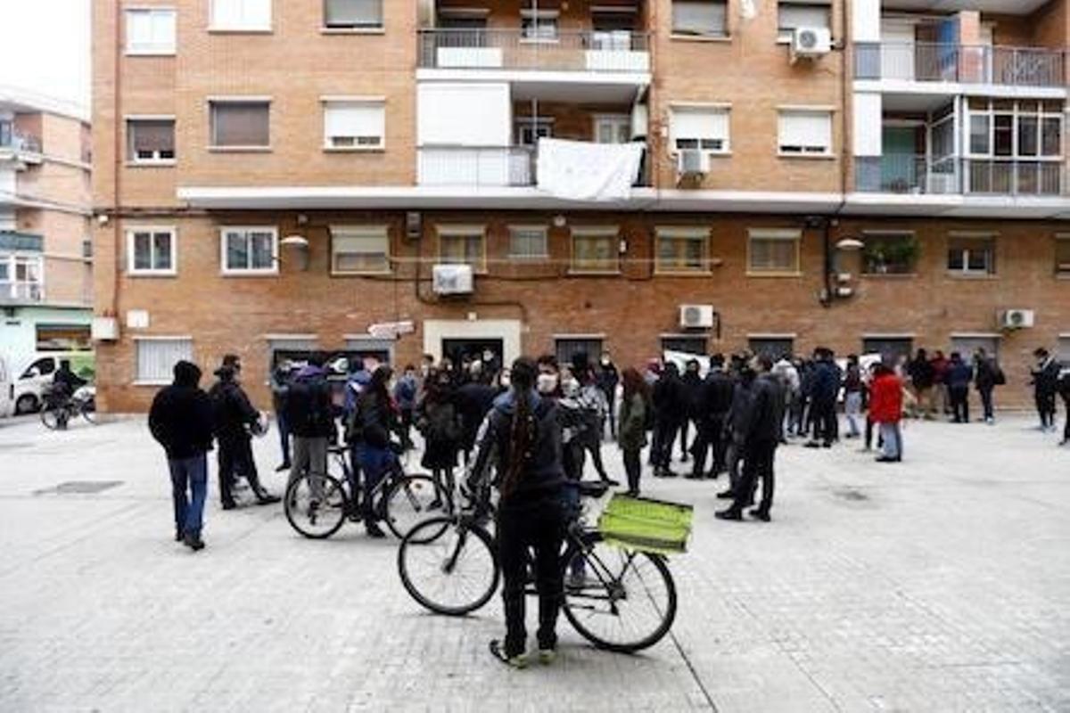 Protesta en un bloque vivienda de Las Fuentes donde se iba a llevar a cabo un desahucio el pasado mes de noviembre.