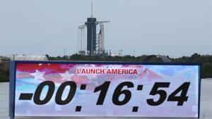 Cancelado el lanzamiento de la nave SpaceX Falcon 9 por causas meteorológicas.