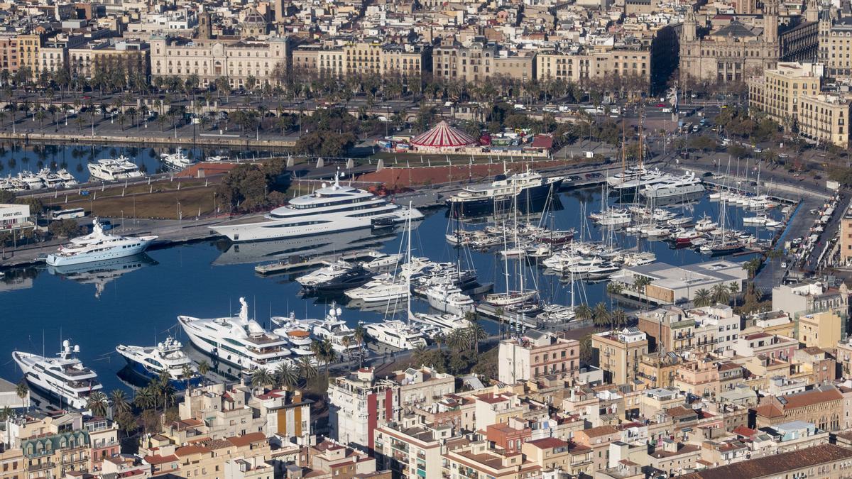 Una vista aérea del Port Vell de Barcelona, en la zona destinada para yates y otras embarcaciones.