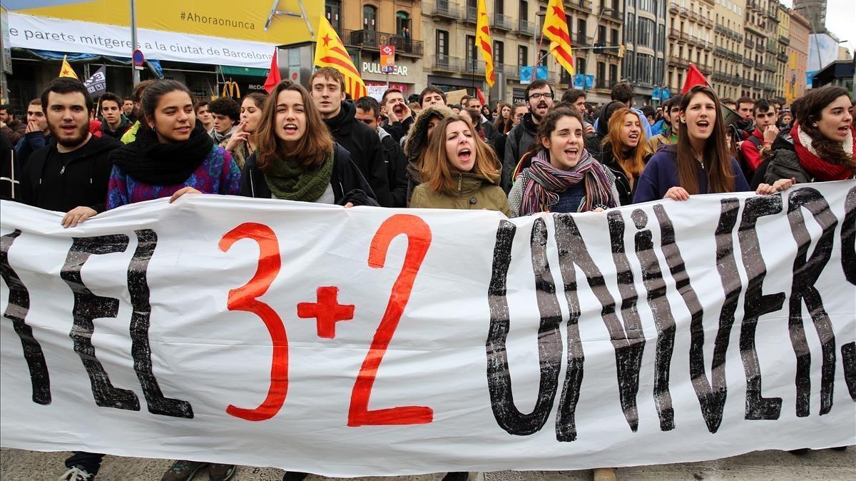 Manifestación de estudiantes universitarios contra la implantación de los grados de tres años, en febrero del 2015.