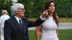 Bernie Ecclestone, con su última esposa, Fabiana Flosi, en un gran premio de F-1.