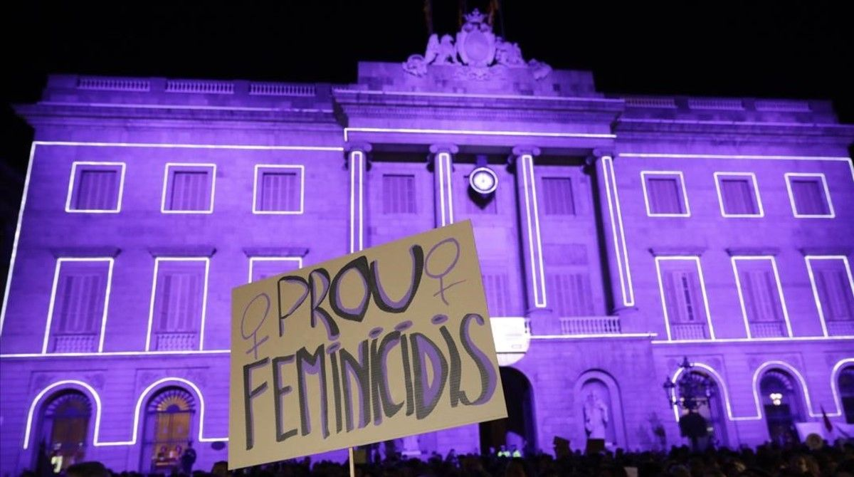 El Ayuntamiento de Barcelona se suma a la 'huelga' mundial de mujeres