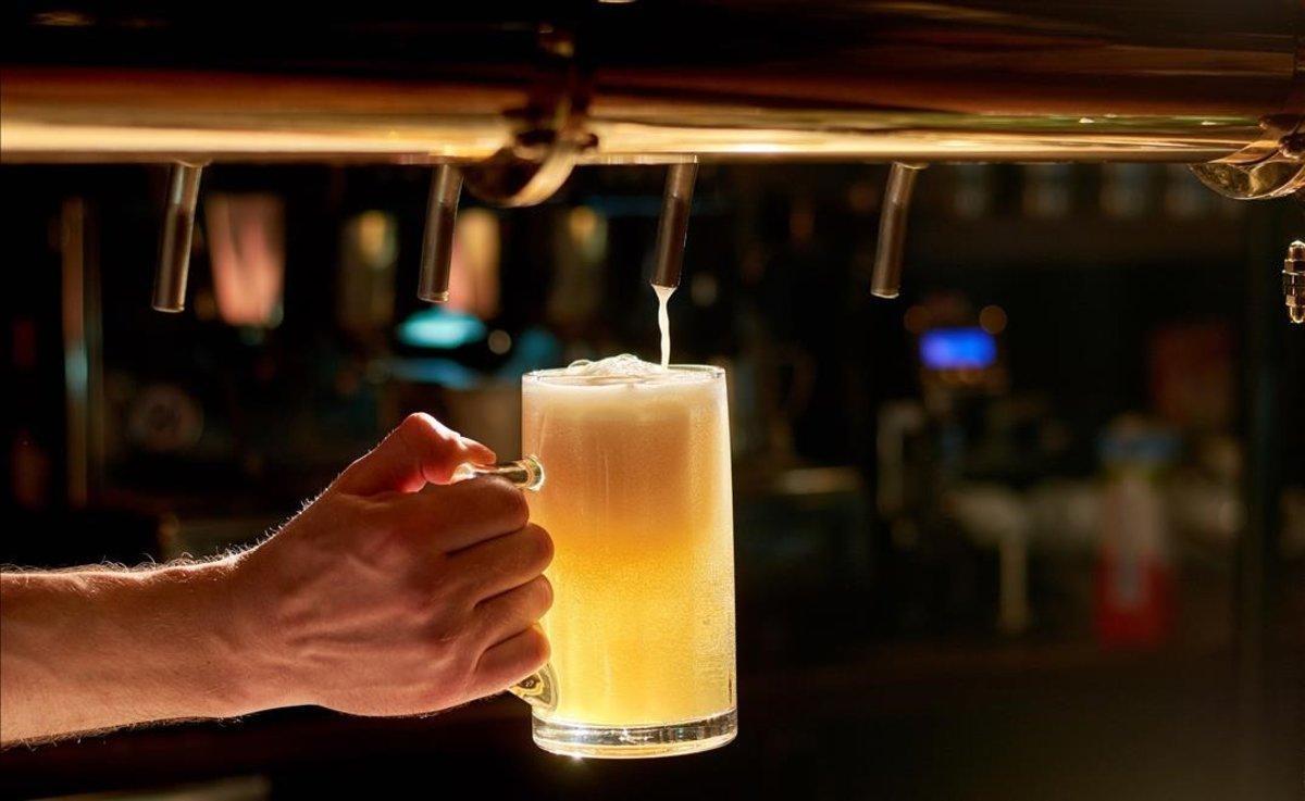 Miles de personas disfrutan cada año de la cerveza del Oktoberfest.