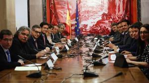 Los partidos políticos se reúnen en el Congreso para abordar los recortes en la campaña del 26-J