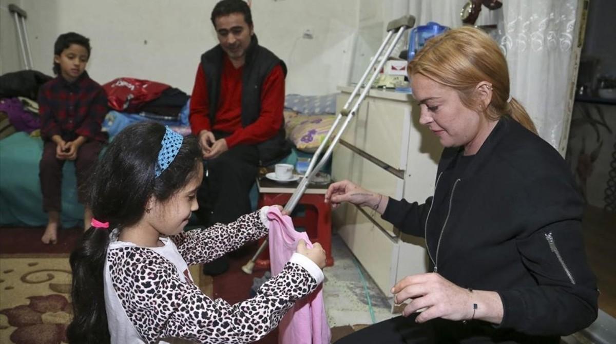 Lindsay Lohan en un centro de acogida de refugiados sirios.