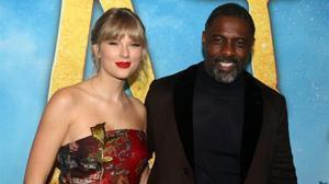 Taylor Swift e Idris Elba, en el estreno mundial de la película 'Cats', este martes en Nueva York.