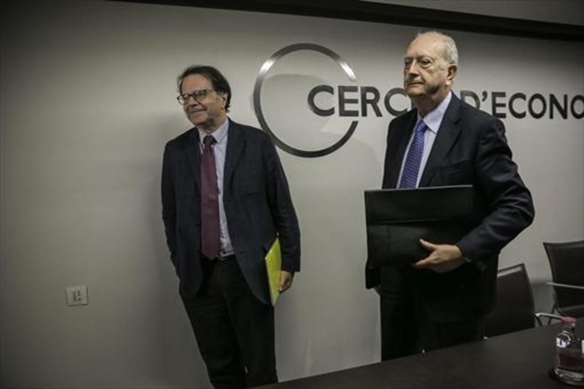 El presidente del Cercle d'Economia, Juan José Brugera (derecha), con Jordi Alberich, director general, ayer.