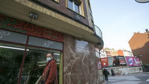 Les plaques franquistes retirades tornen a lluir a diversos carrers d'Oviedo
