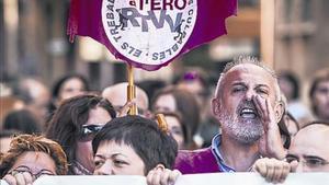 Trabajadores de Canal 9 protestan ante el Palau de la Generalitat.
