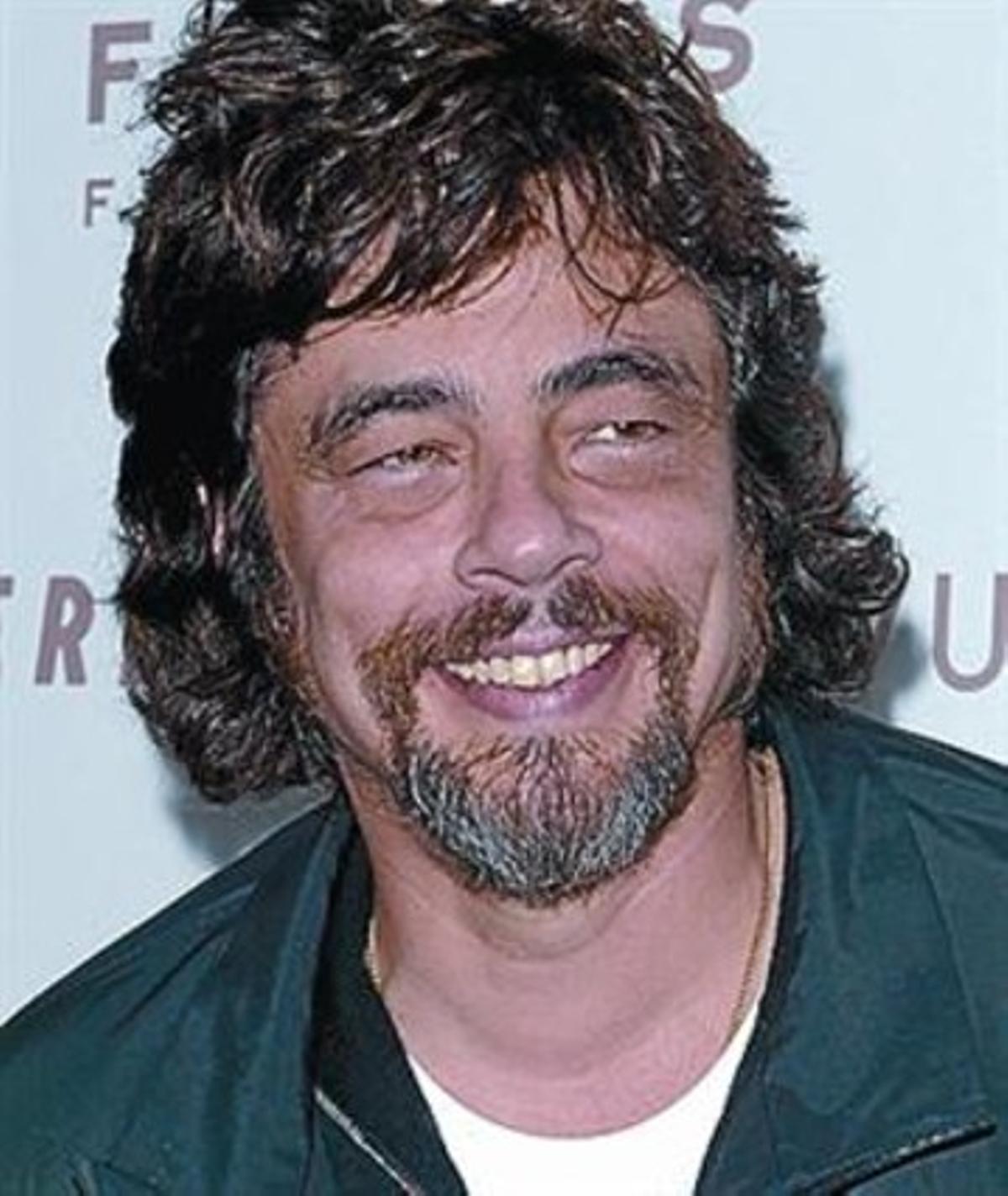 A la izquierda, Ricky Martin. A la derecha, el actor Benicio del Toro.