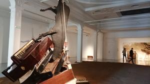 La instalación de Jordi Benito 'Las puertas de Linares', que regresa a la Sala Metrònom, frente al Born, donde se mostró en 1989, y hoy forma parteo de la muestra del Macba de la colección Tous.