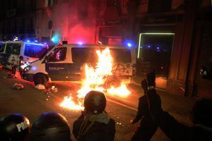 Incendio de la furgoneta de la Guardia Urbana