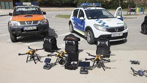 Los cuerpos de la Policía Local y Protecció Civil hacen salidas a diferentes espacios de Parets del Vallès con los drones, para controlar el confinamiento de la población.