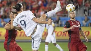 Ibrahimovic, marcando un gol increíble, el 500 de su carrera..