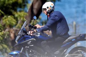Bolsonaro, amb Covid-19, es passeja amb moto i sense mascareta per Brasília