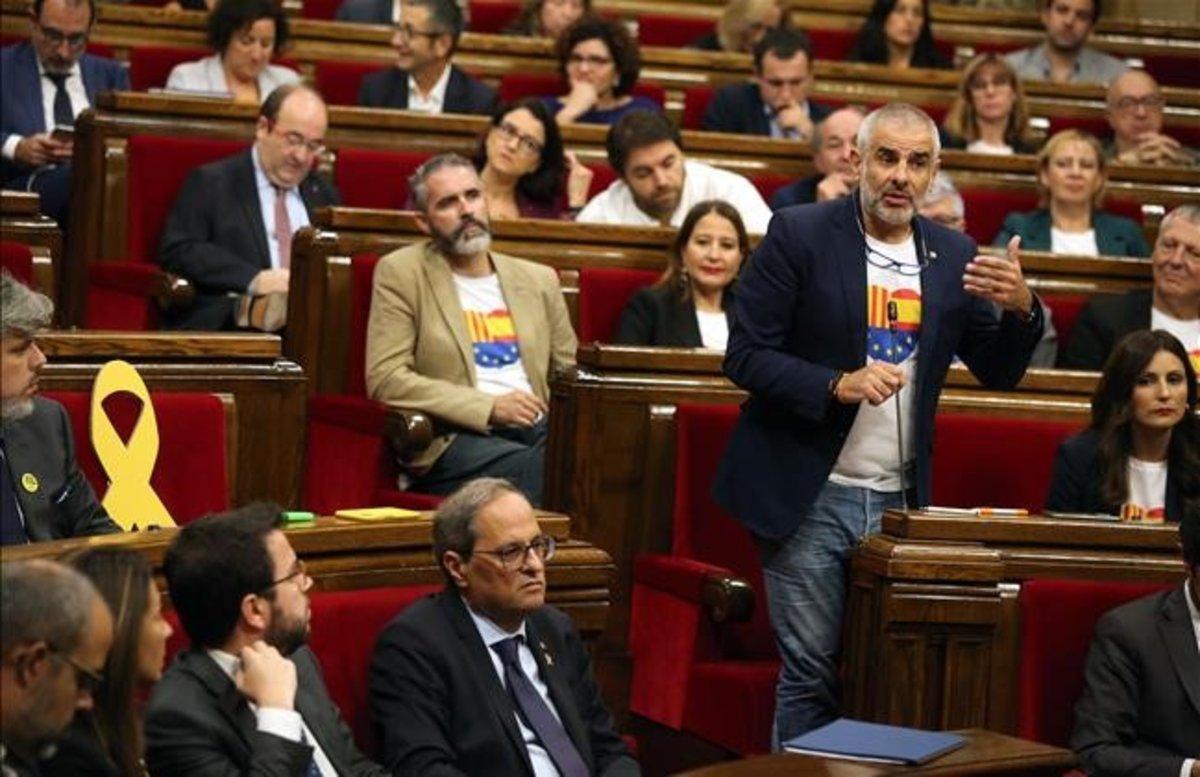 El líder de Cs, Carlos Carrizosa;el primer secretario del PSC, Miquel Iceta;y el 'president' de la Generalitat, Quim Torra, en el hemiciclo del Parlament en octubre del 2019.