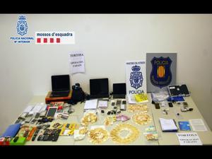 Material incautado por los Mossos y la Policía Nacional.