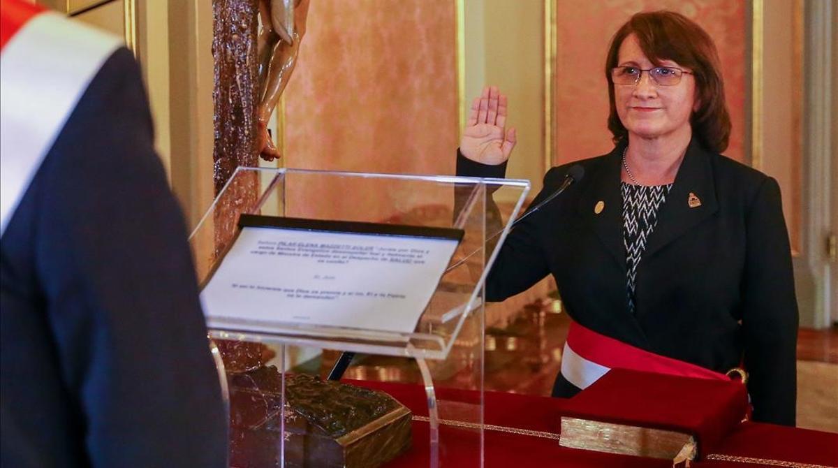 La vacunación de la ministra de Salud peruana agrava el escándalo del ' vacunagate'