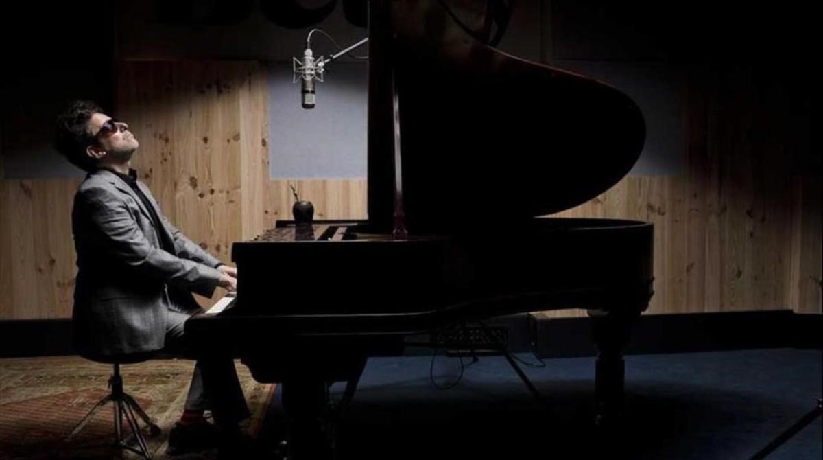 Andrés Calamaro, en una imagen promocional del disco 'Romaphonic Sessions'.