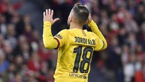 Jordi Alba se lamenta de un error en San Mamés.