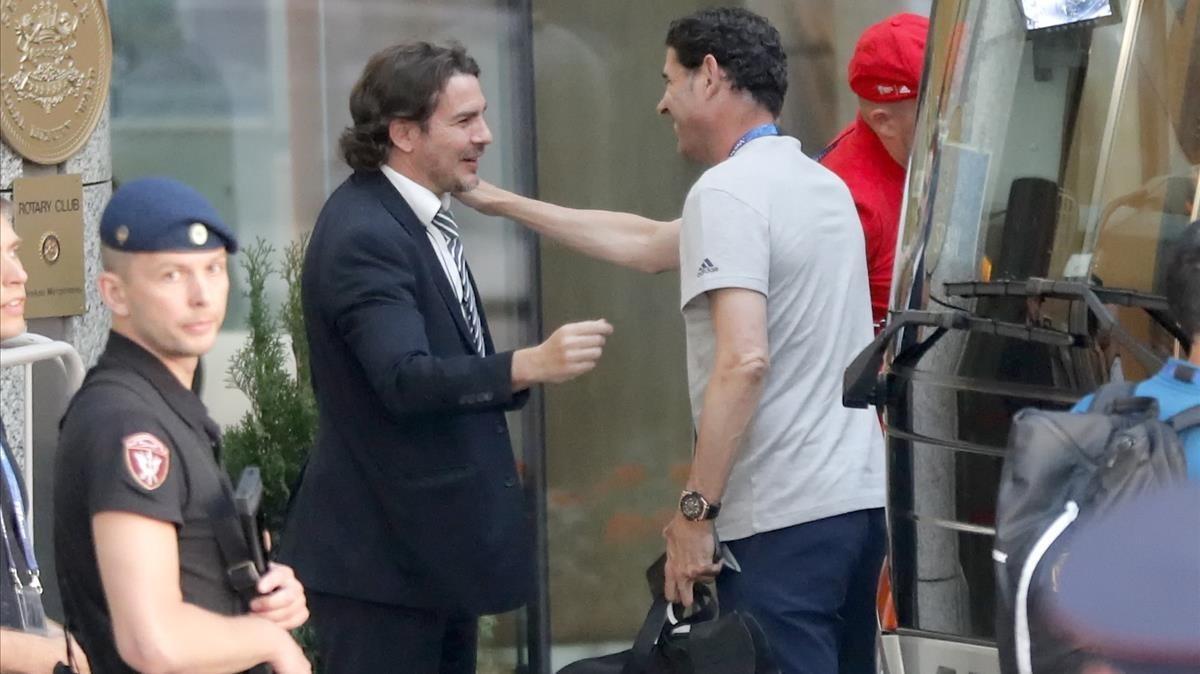 Hierro, a la llegada a Moscú de la selección española.