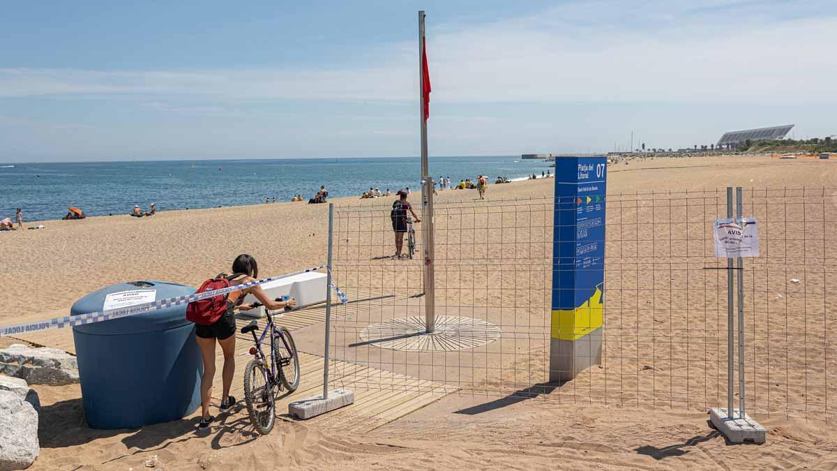 Cerrada la playa de Sant Adrià de Besòs por contaminación.