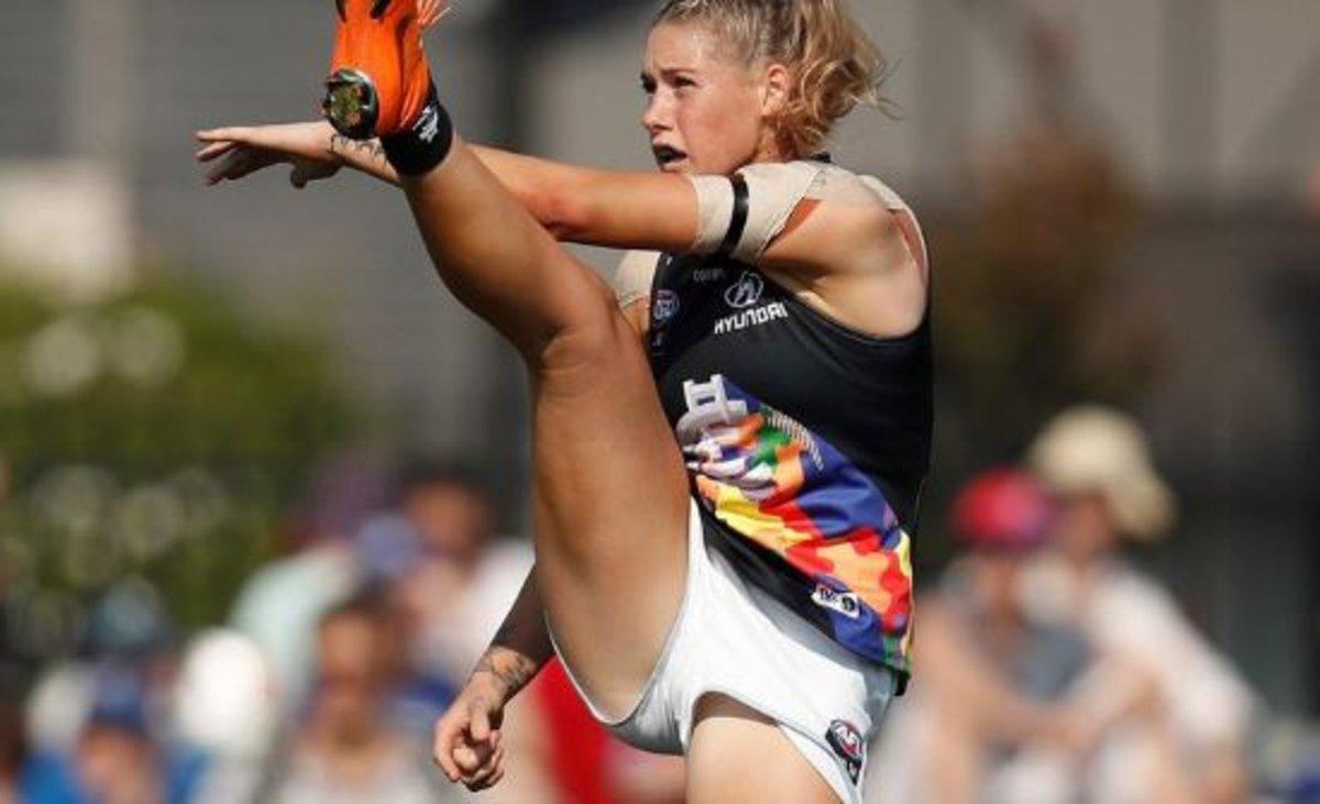 """Tayla Harris, la deportista acosada en las redes por una fotografía """"trabajando"""""""