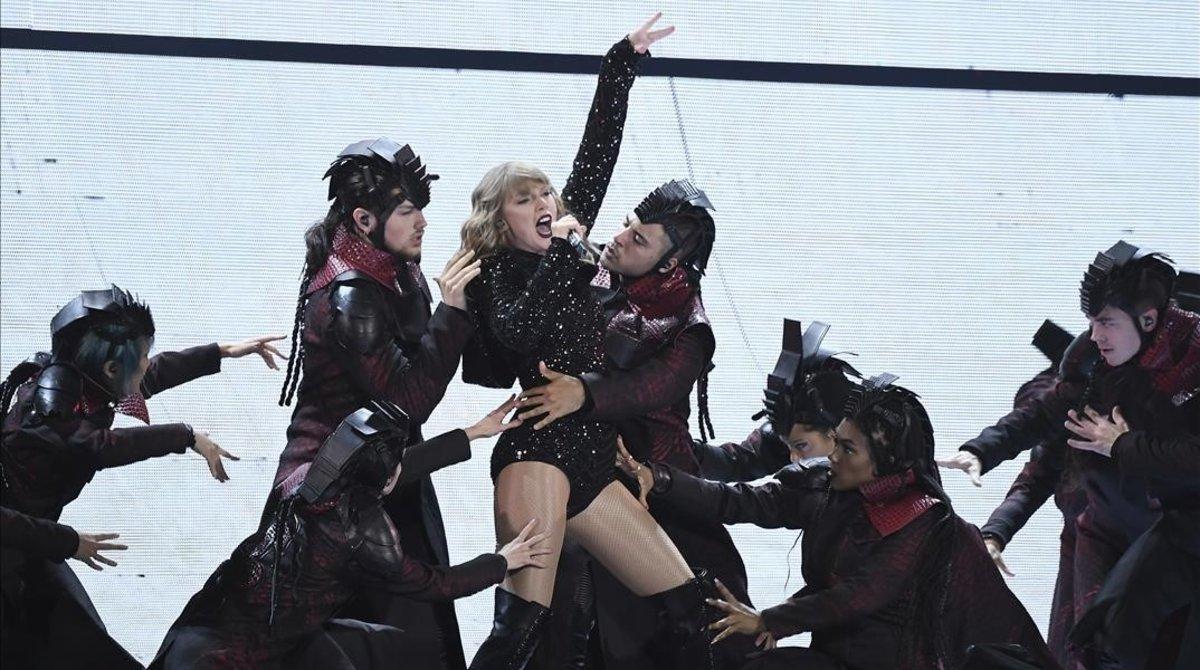 Taylor Swift, durante una actuación de la gira 'Reputation'.