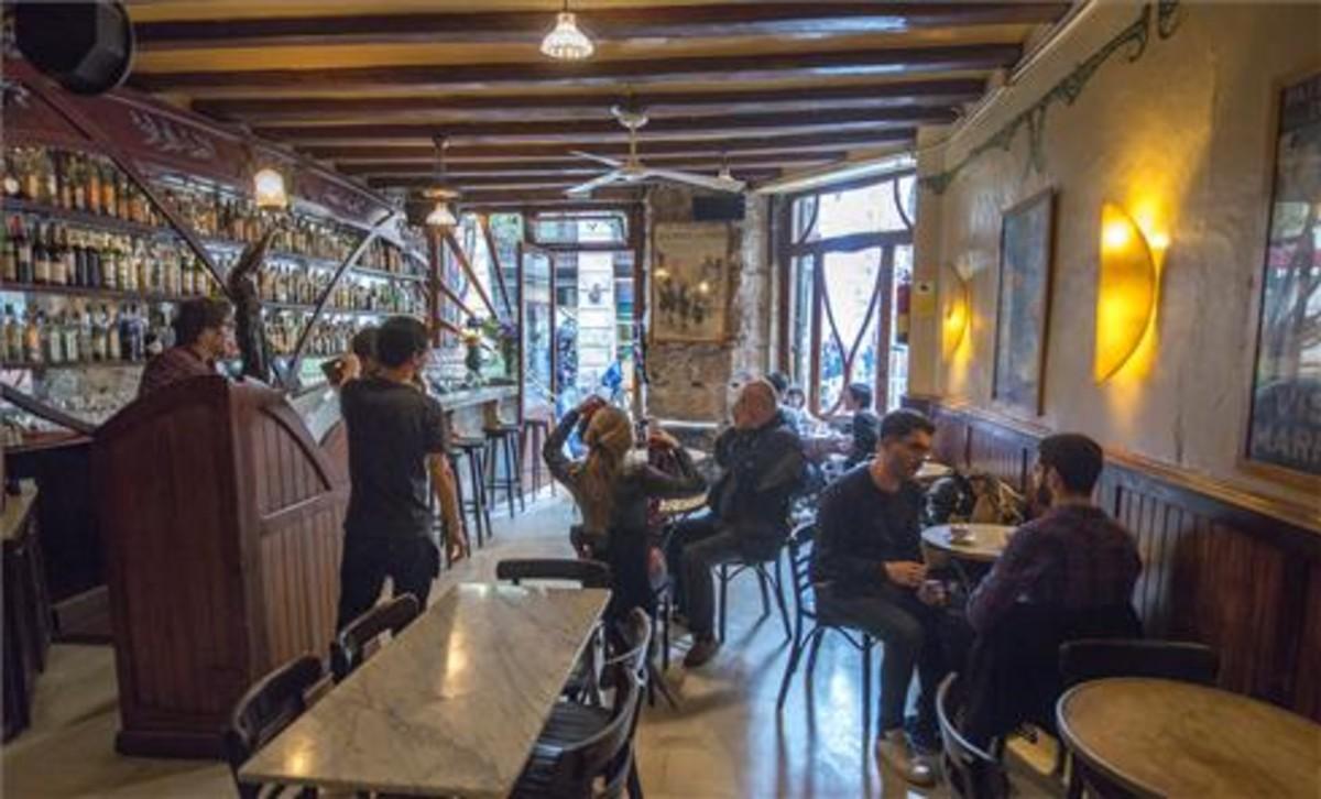 Casa Almirall,uno de los bares más antiguos y mejor conservados de Barcelona.