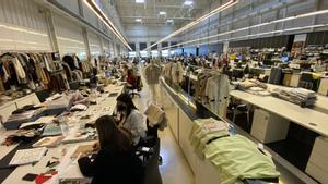 Una zona de diseño de moda en 'El Hangar' de Mango.