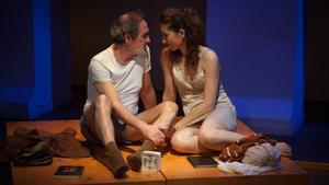Jordi Figueres y Anna Sabaté en 'Escenes d'un matrimoni', de Bergman, en el Teatre Akadèmia.