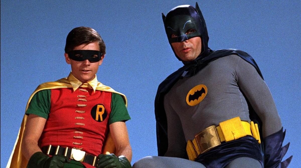Adam West, comoBatman, acompañado deBurt Ward, como Robin.