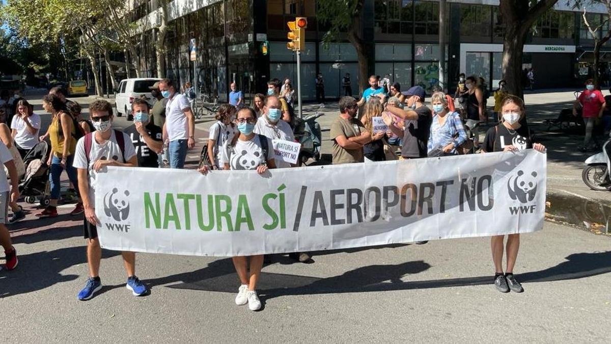 Manifestación contra la ampliación del aeropuerto de El Prat