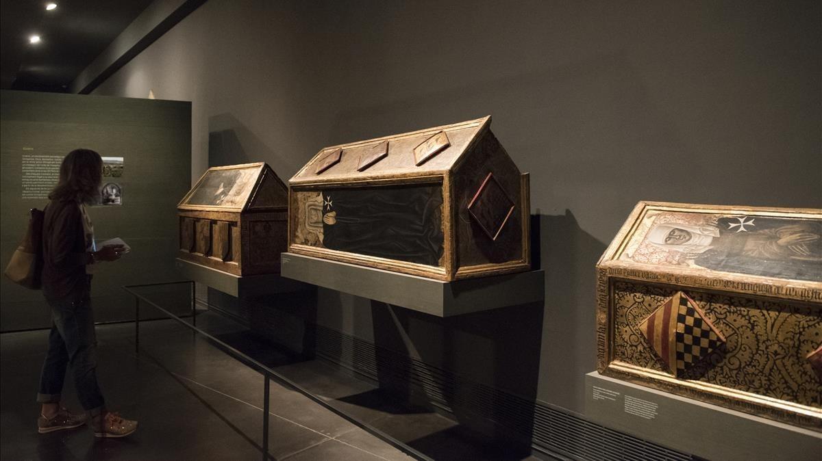 Las tres cajas sepulcrales provenientes del monasteriode Sijenaexpuestas en el Museu de Lleida, el lunes.
