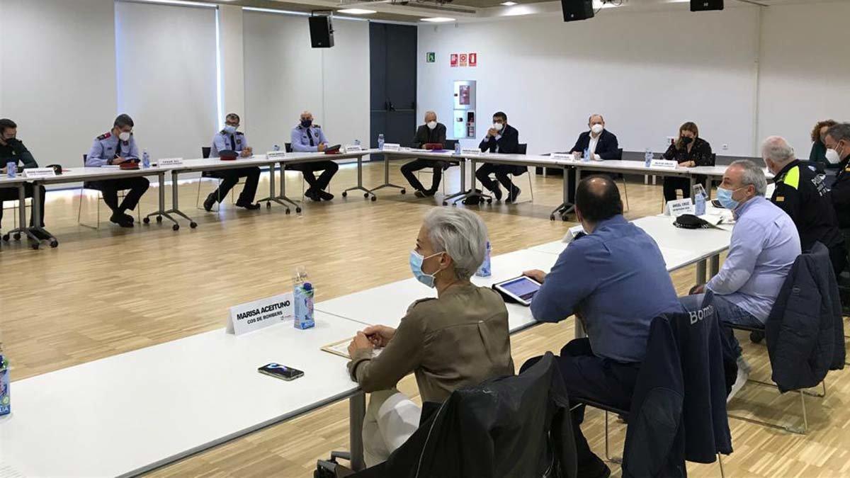 La Junta Local de Seguridad de Viladecans con el alcalde Carles Ruizy distintos representantes de los cuerpos policiales.