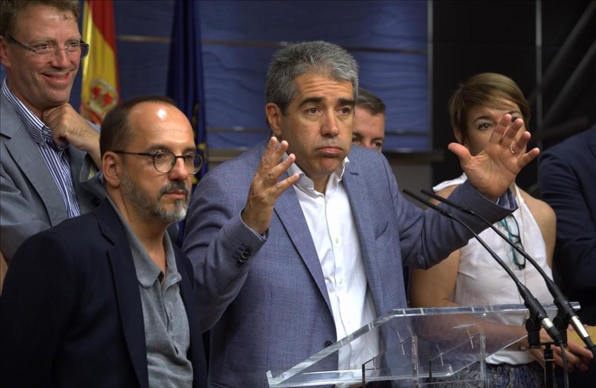 Francesc Homs y otros diputados de CDC, durante la rueda de prensa que ofrecieron en el Congreso el pasado 18 de julio.