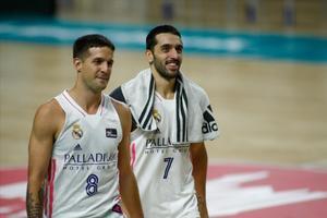 Campazzo (derecha) y Laprvittola, tras el partido del pasado domingo ante el Baxi Manresa
