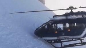 Rescate espectacular en helicóptero en los Alpes franceses.