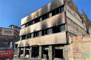 La nave incendiada en el barrio del Gorg de Badalona.