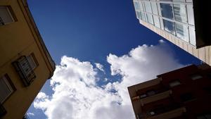 Traspasos, ventas, alquileres, inquilinos antiocupas. Los negocios clandestinos de la usurpación de viviendas.