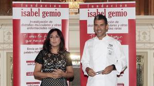 Isabel Gemio y Paco Roncero en la presentación de la cena solidaria