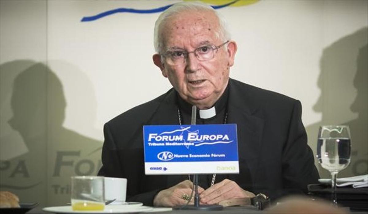 El cardenal de Valencia, Anotnio Cañizares, en una intervención ante la prensa..