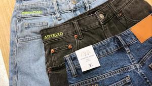 Pantalones personalizados de Zara.