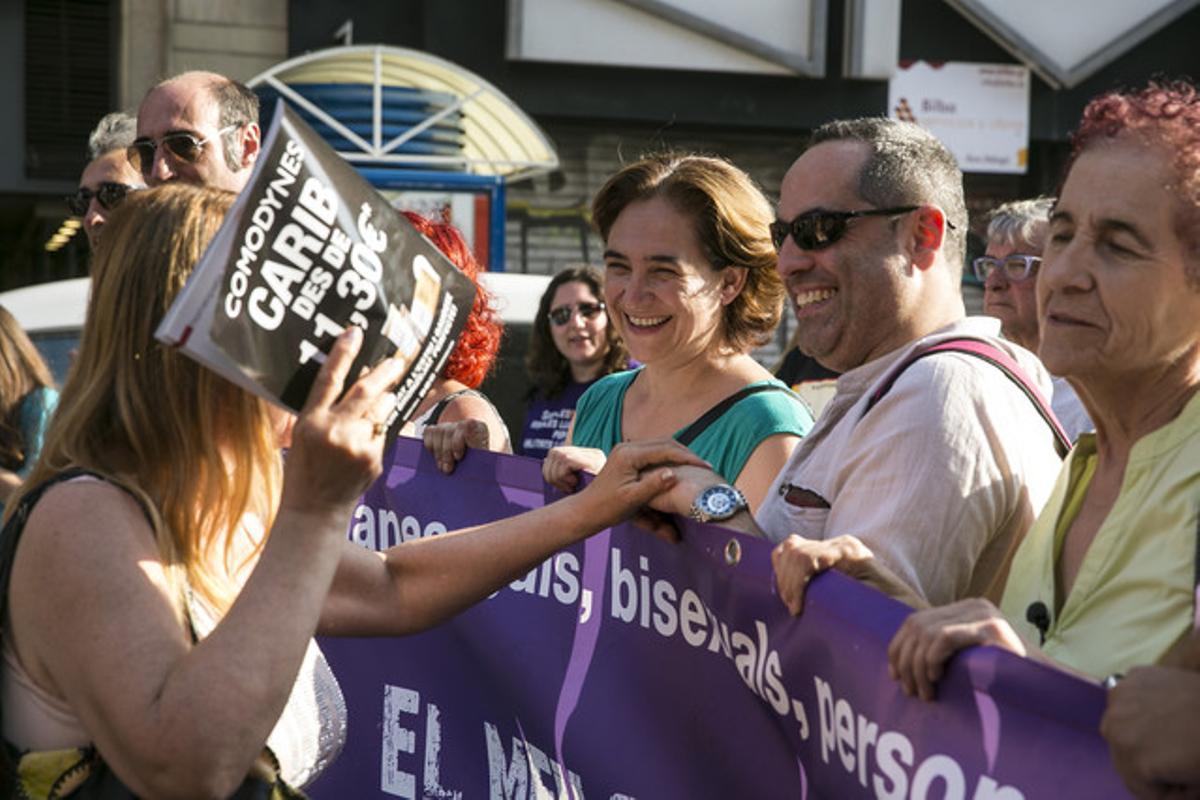 Ada Colau, en la manifestación del Día del Orgullo Gay en Barcelona.